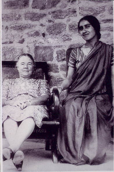 Miss Isabelle McNair, left, Principal, Kinnaird College Lahore (1940s) and Miss Mangat Rai, History Professor, on vacation in Dalhousie, at Anand Bhawan.