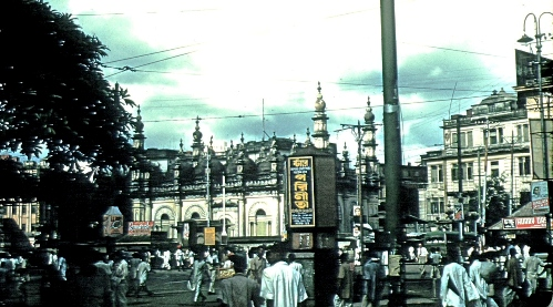 Great Masjid off Victoria House on Chowringhee Square, Calcutta, 1950 © John Cool