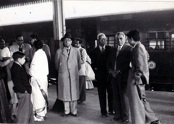 railway station photo 2 with men