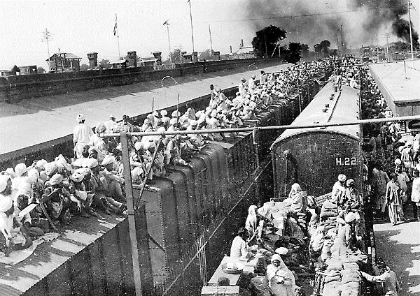 People crowding on rooftops during the Partition of India