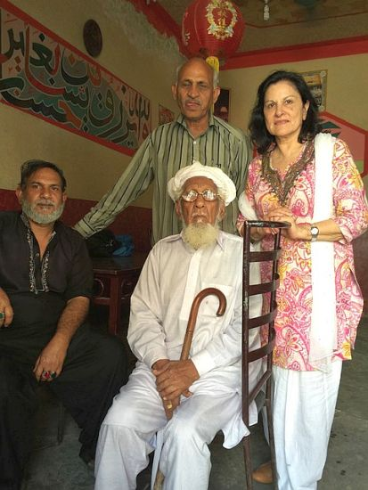 L to R: Azim, the shop owner, Sayyid (a Muslim who witnessed the butchery in Sialkot 1947) Iqbal Kaiser (Sikh historian), Sarab Kaur. Sialkot. 2016.