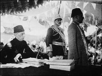 Nawab Sir Shah Nawaz Mamdot presenting address of welcome at the All-India Muslim League session, March 1940, with Jinnah at the left.
