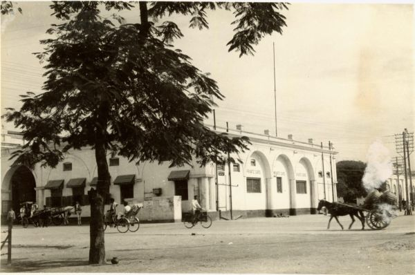 Old Allahabad Railway Station (Courtesy Indian Railways magazine) early 1950s or earlier