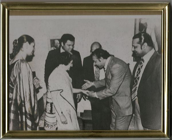 From left to right: Veronica Ali, Mrs Indira Gandhi, Muhammad Ali, Lord Paul, Omer Ahmed (holding Mrs Gandhi's hand), Reginald Massey. 1980.