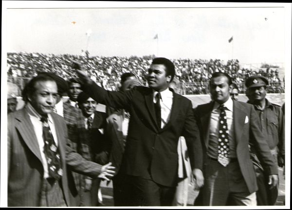 From left to right: Omer Ahmed, Muhammad Ali, Reginald Massey. At tha National Stadium, New Delhi, 1980.